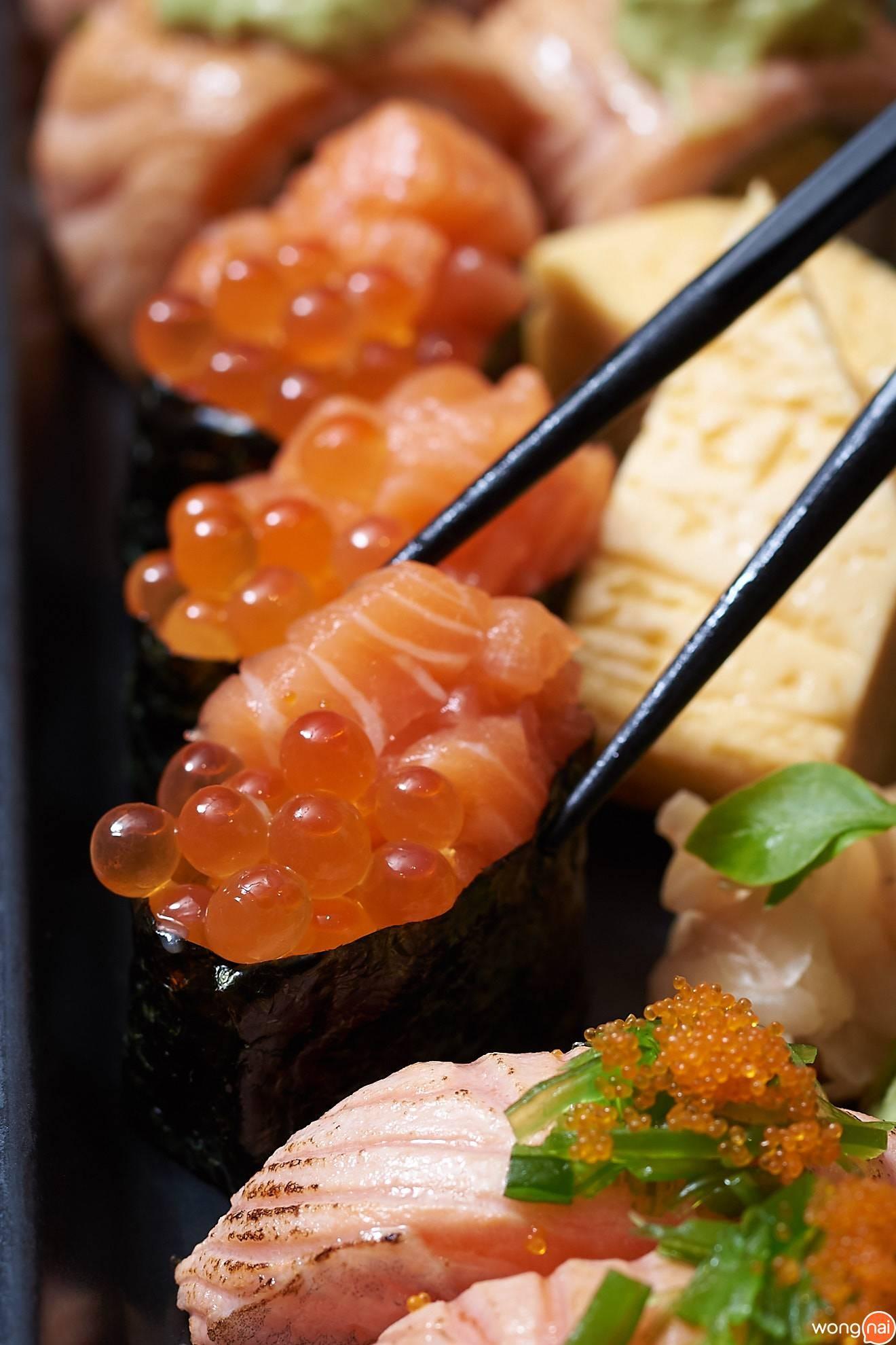 แซลมอนเต๋าไข่แซลมอนห่อสาหร่ายและไข่หวาน Zen