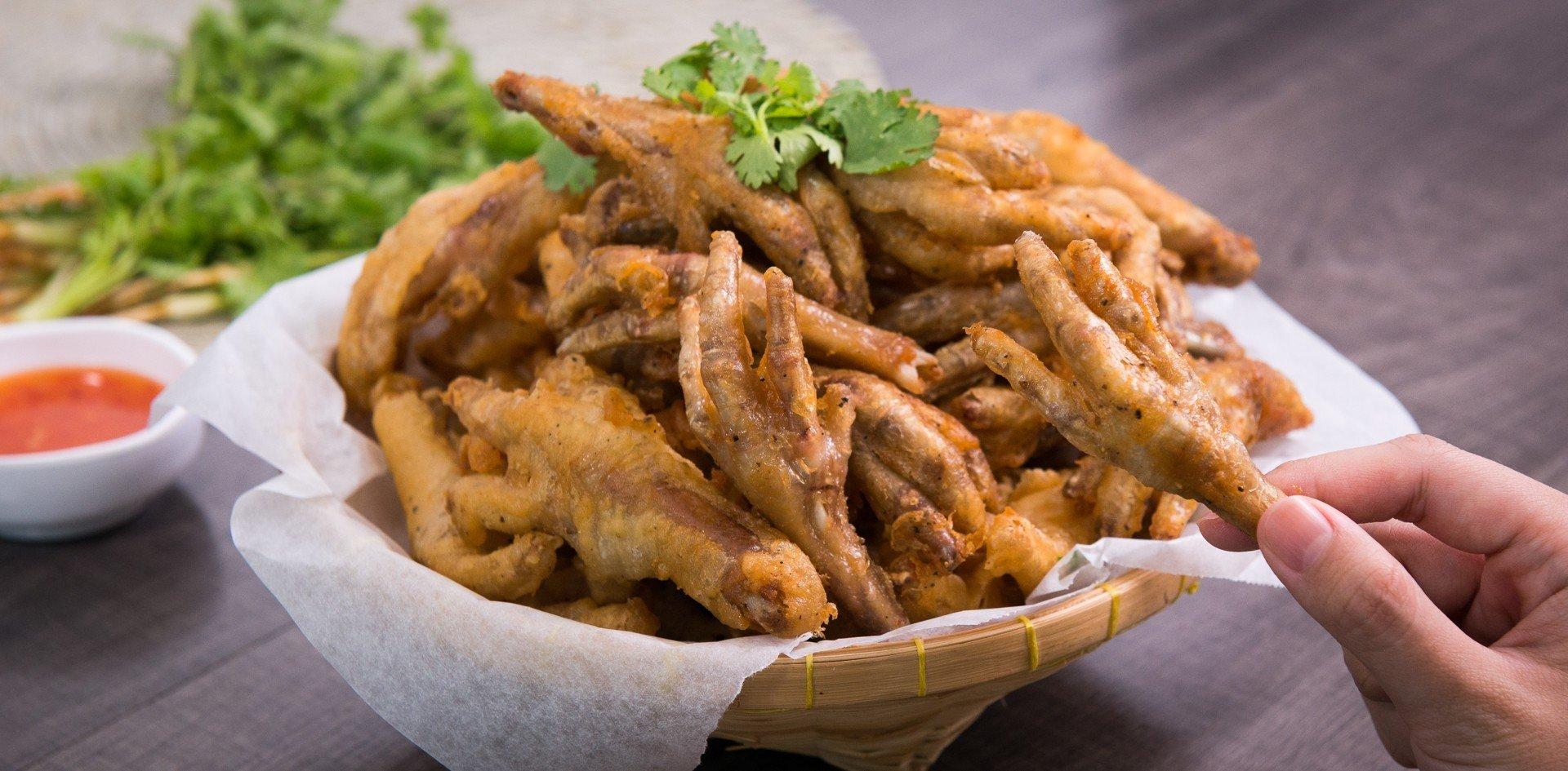 """วิธีทำ """"ตีนไก่ทอดน้ำปลา"""" เมนูทอดแทะมันส์ กรอบยันกระดูก! - Wongnai"""