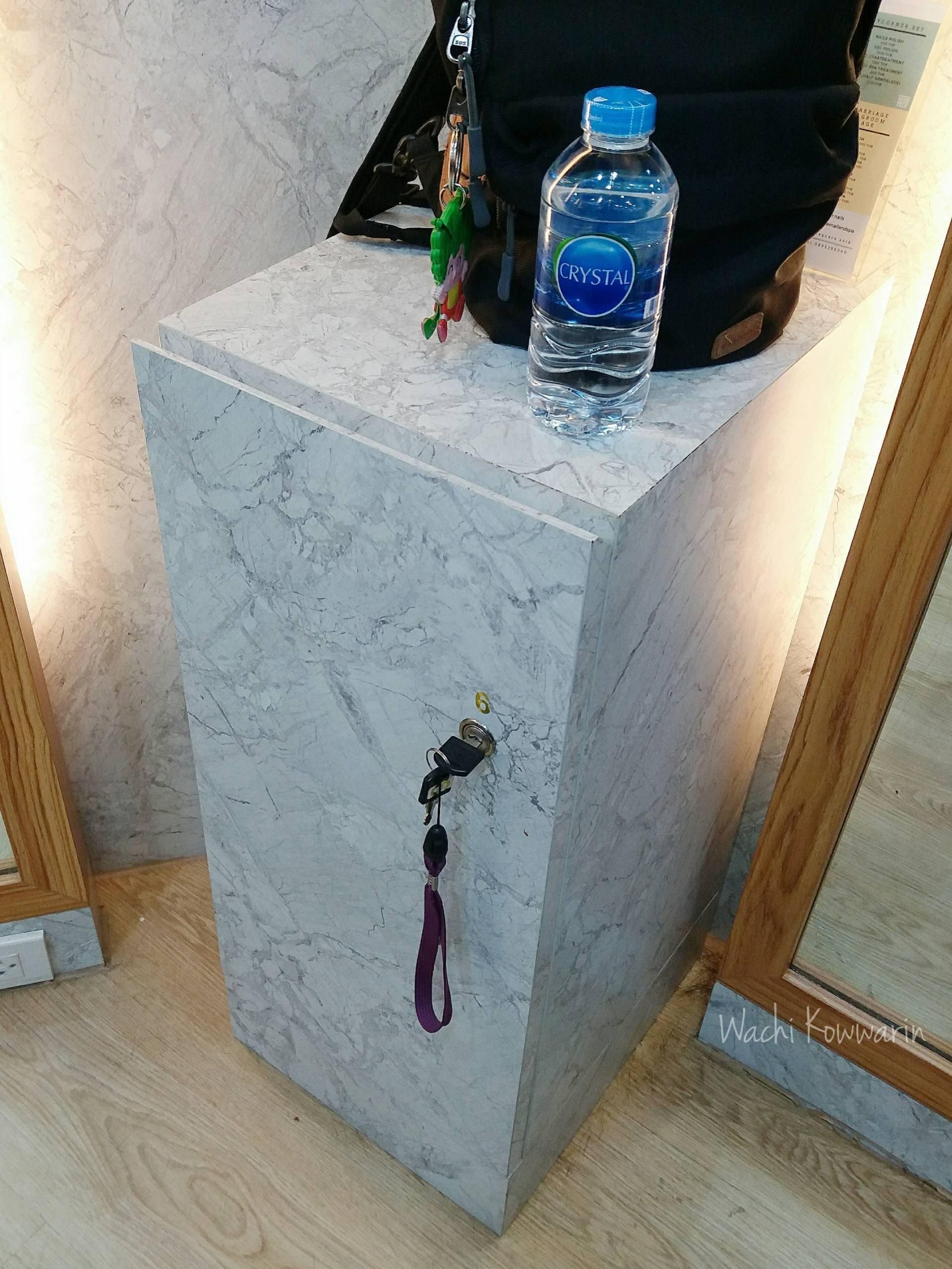 มีตู้สำหรับเก็บของให้ กับน้ำ