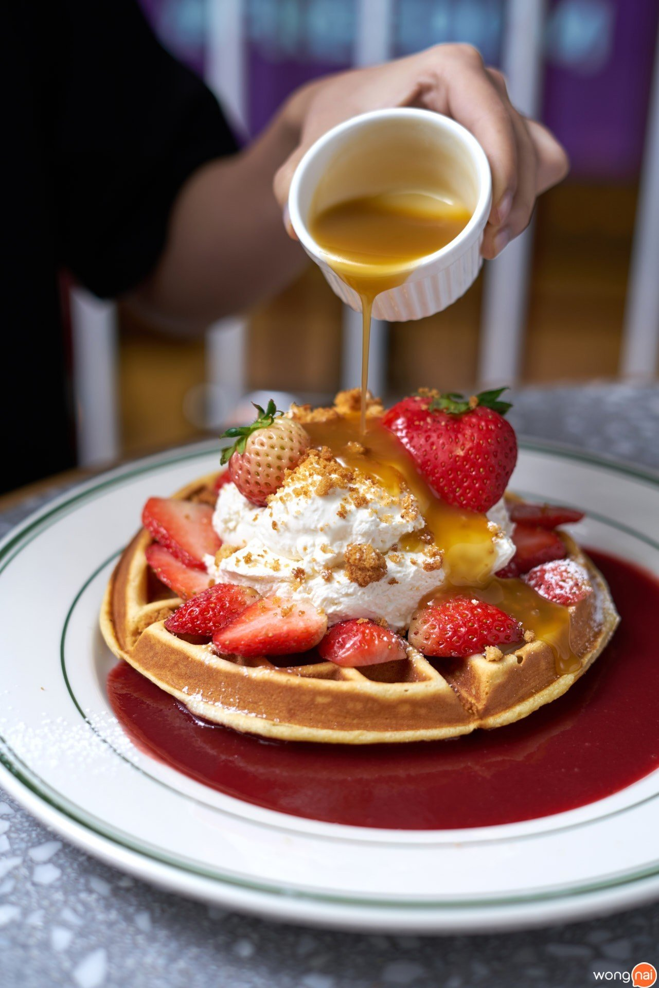 """Strawberry Shortcake Waffles"" ร้าน ""Clinton Baking Street Bangkok"""
