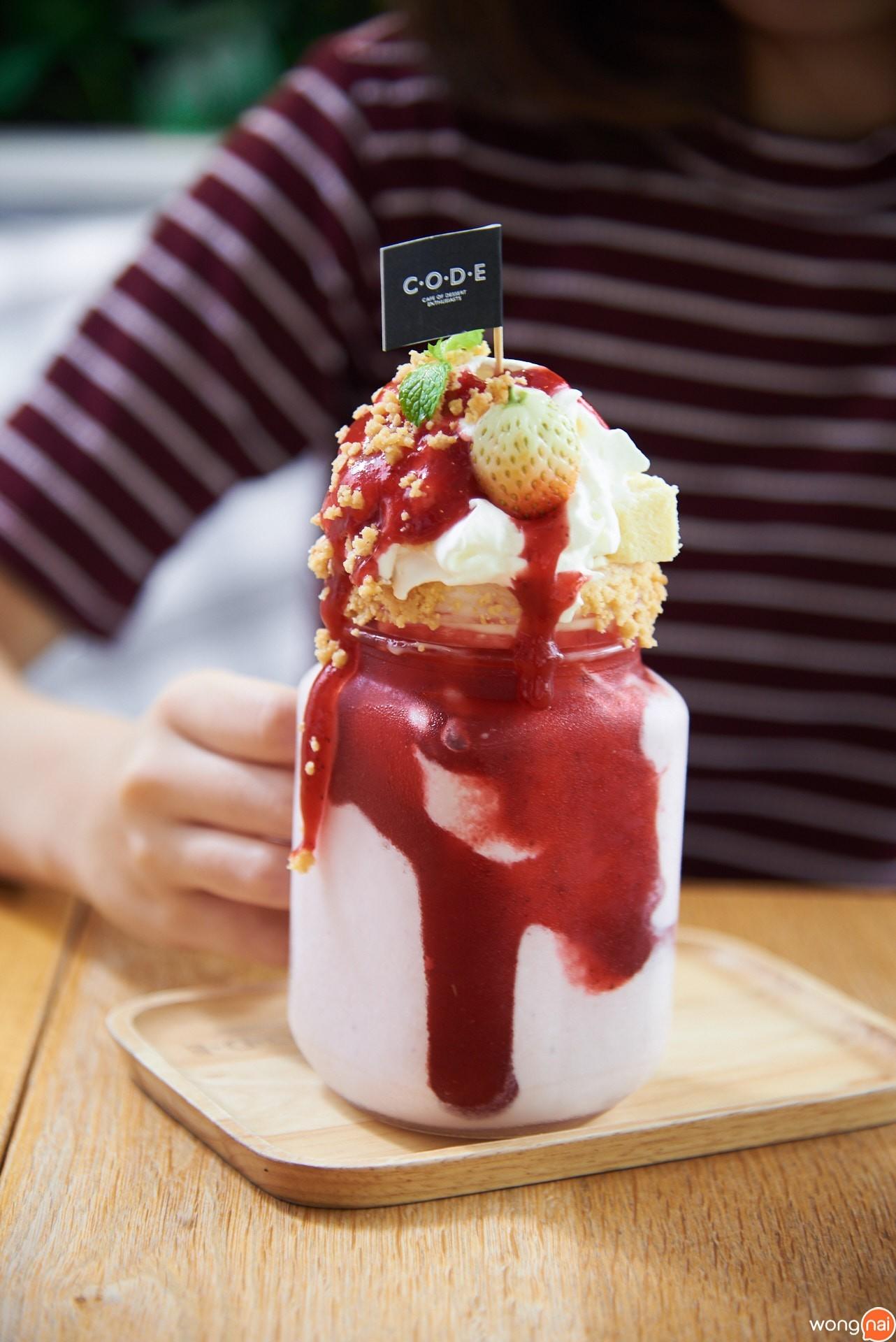 """Strawberry CheeseCake Frappe"" ร้าน ""CODE"""