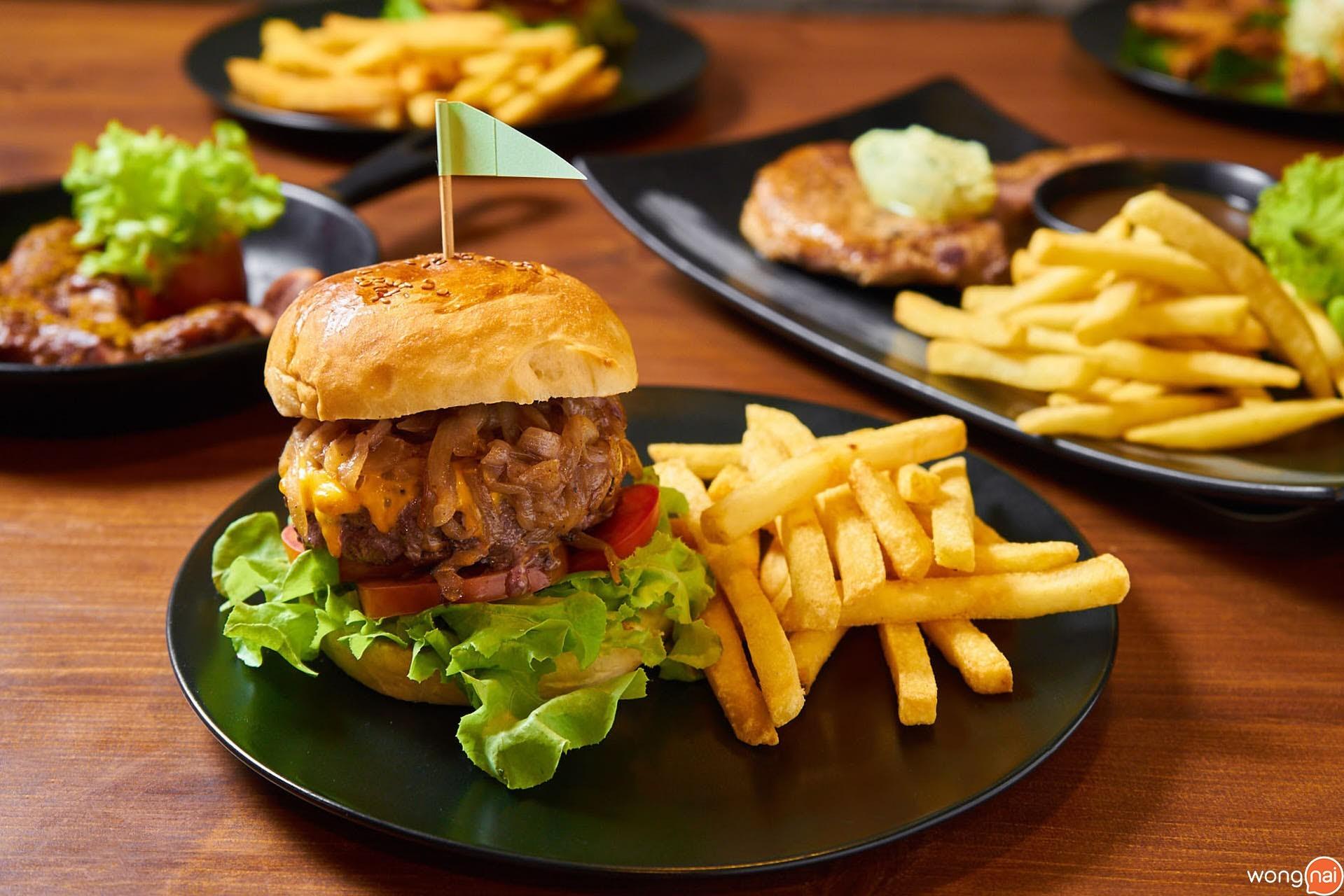 Henry's Burger ของร้าน Henry's Gastro Pub