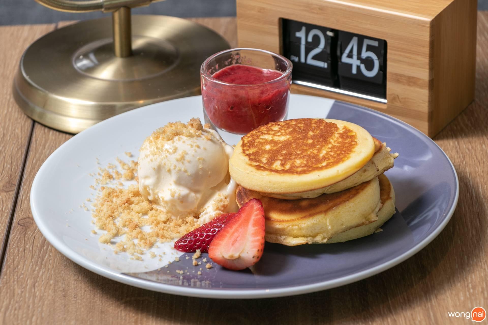 เมนู Strawberry Pancake ร้าน Coffee World สาขา ลำลูกกา