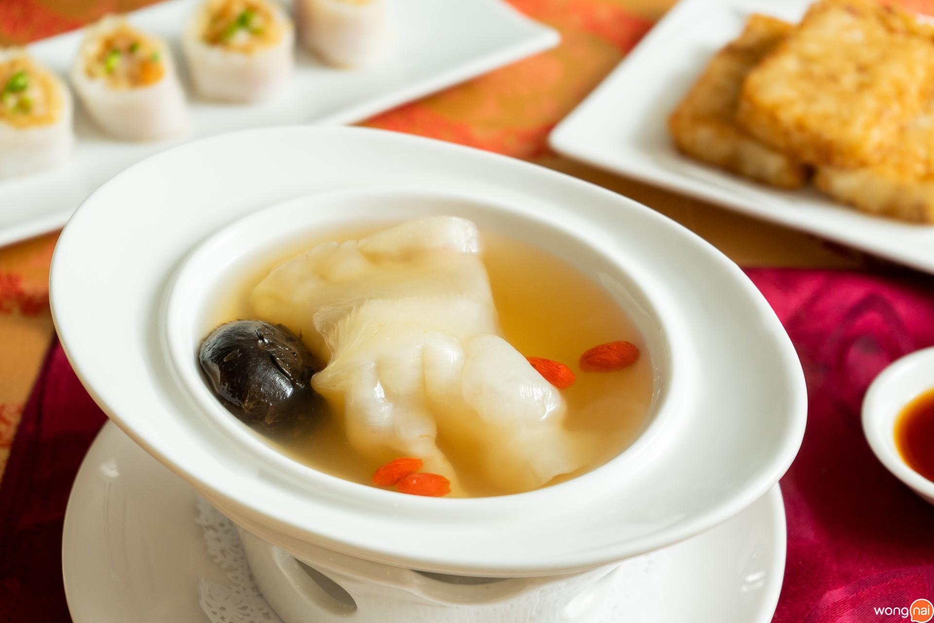 ซุปกระเพาะปลาตุ๋นเห็ดหอม
