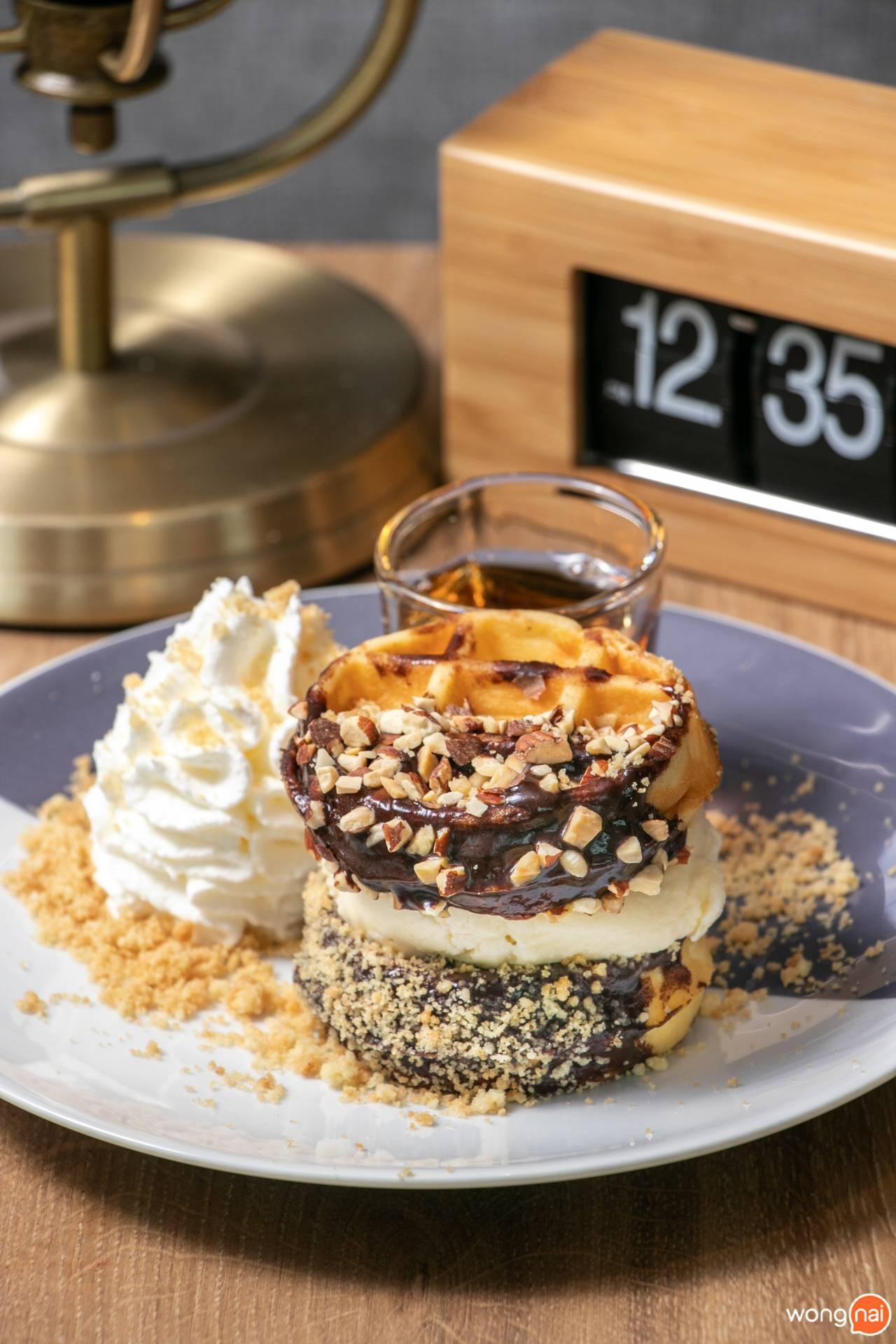 เมนู Waffle Ice Cream Sandwich ร้าน Coffee World สาขา ลำลูกกา