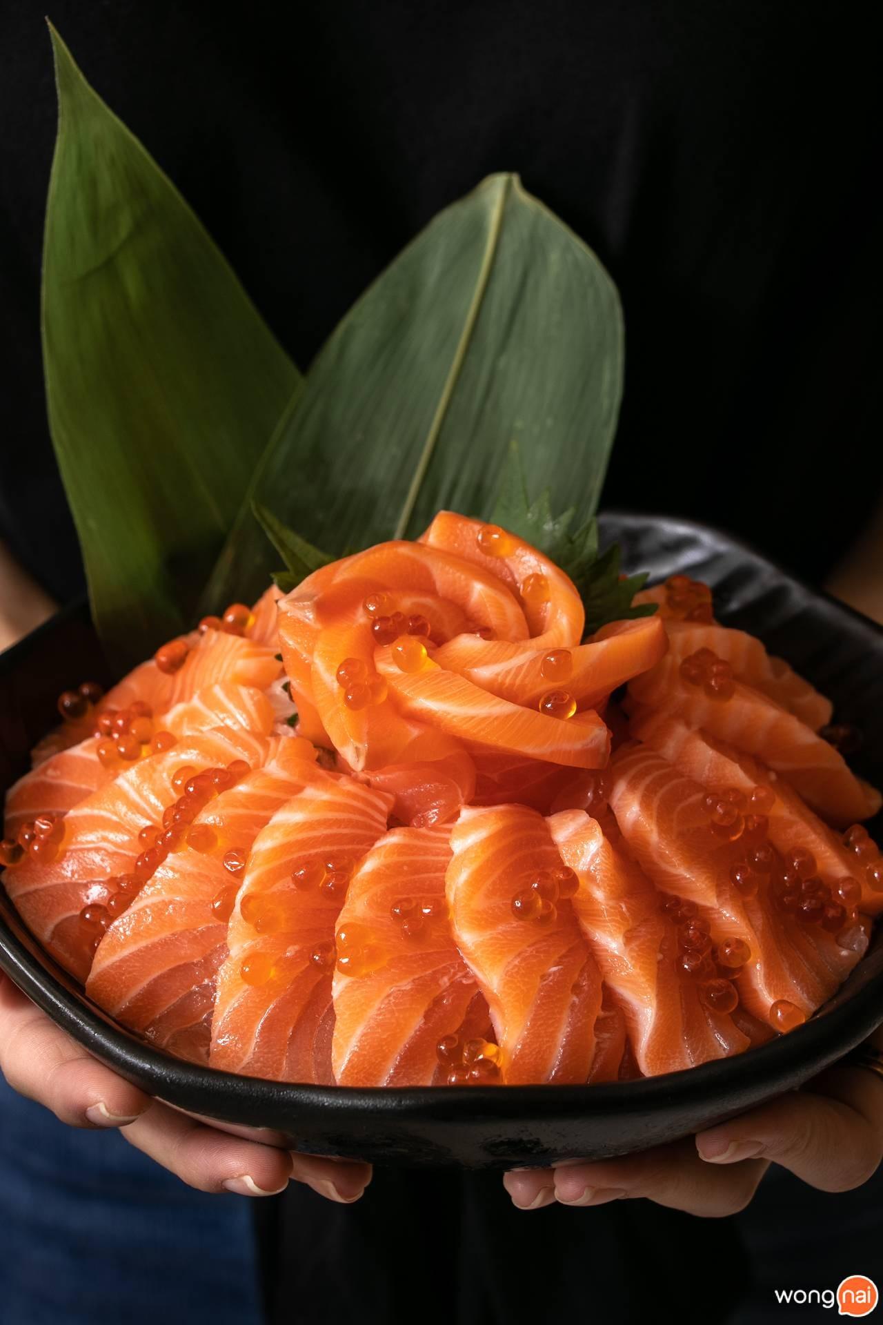 """""""แซลมอนซาชิมิ""""ของร้าน """"Jaiko Sushi Buffet"""""""