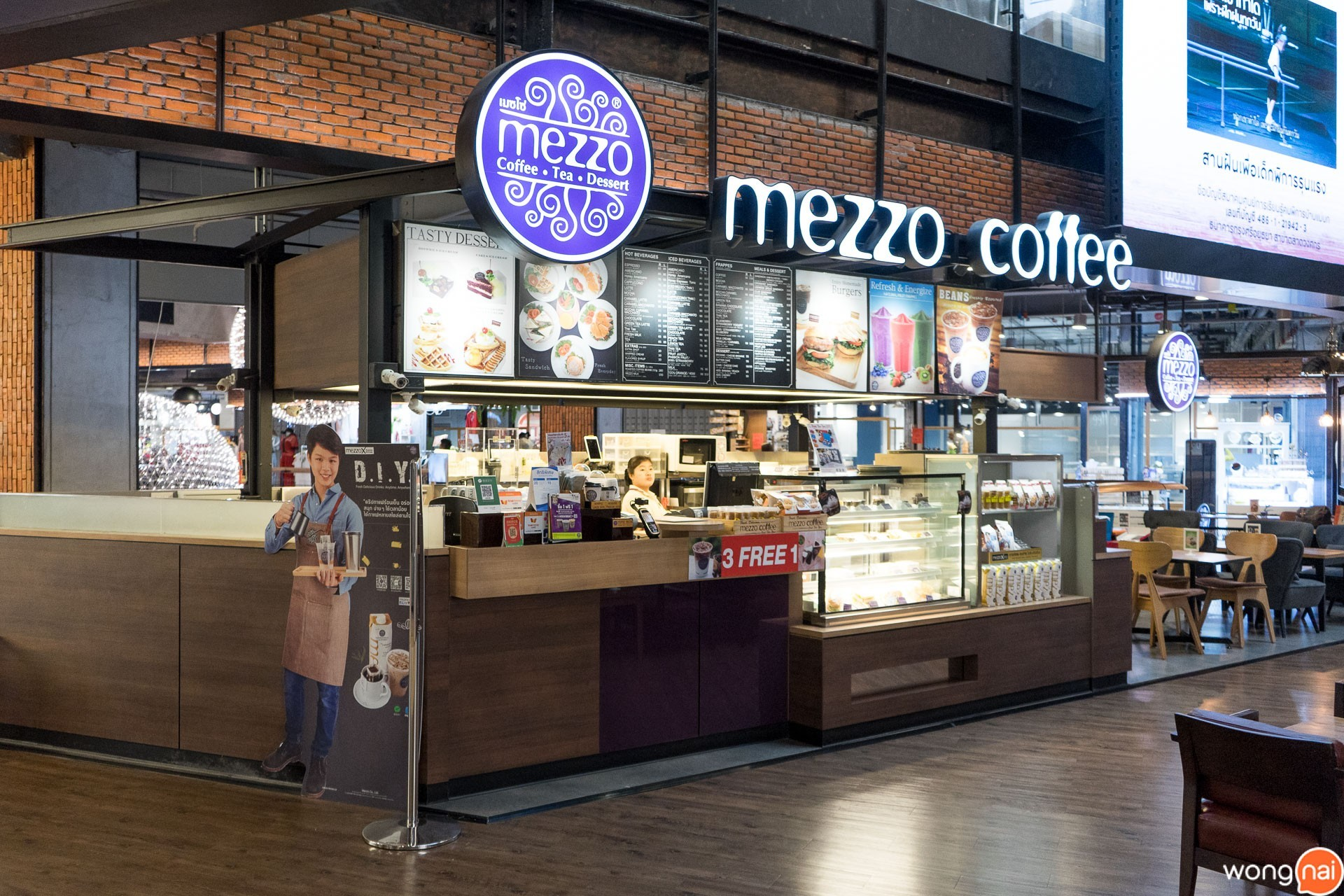 บรรยากาศหน้าร้านของ ร้านกาแฟและเบเกอรี Mezzo Coffee
