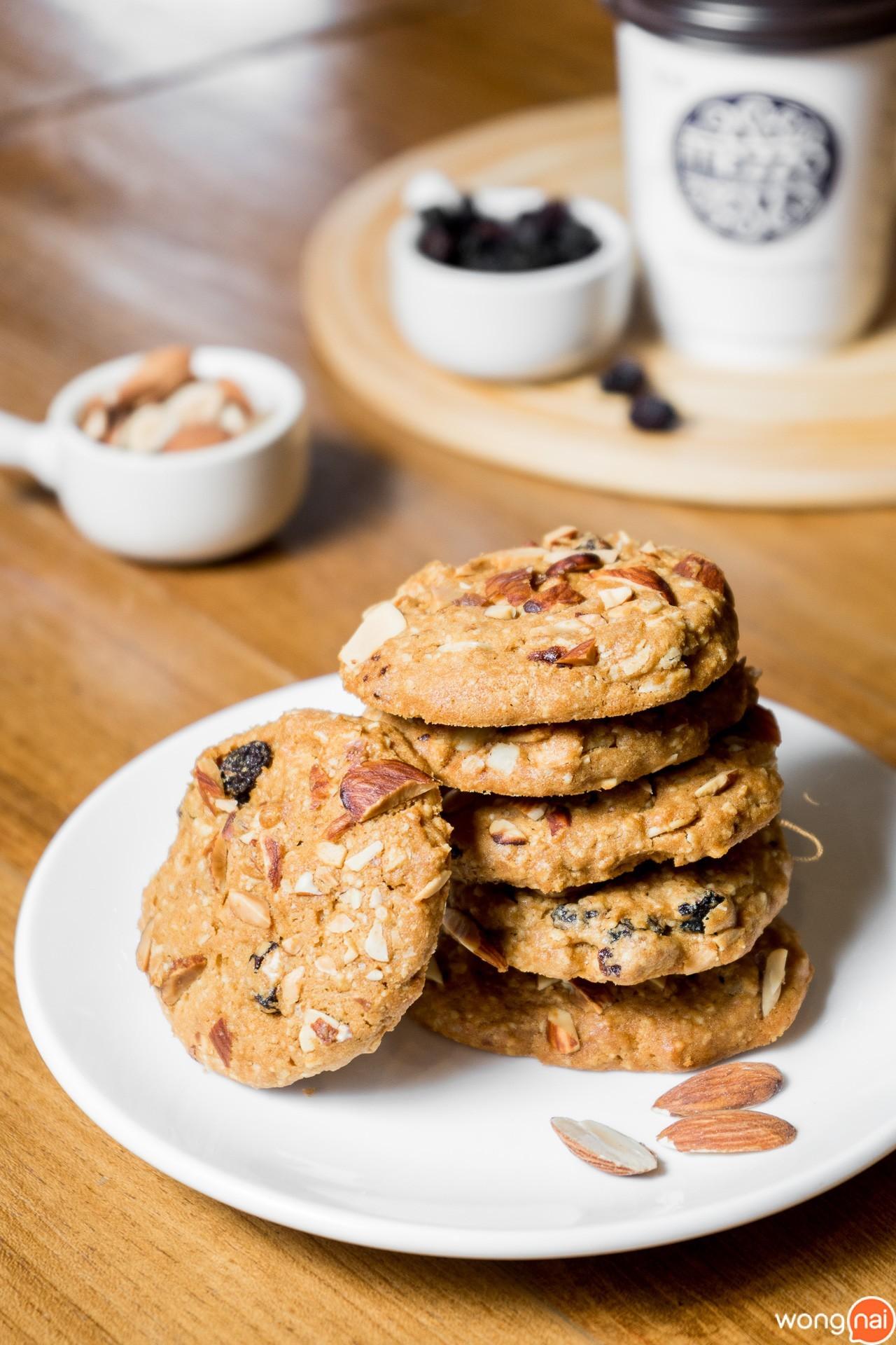 Cookies Almond & Raisins ของ ร้านกาแฟและเบเกอรี Mezzo Coffee