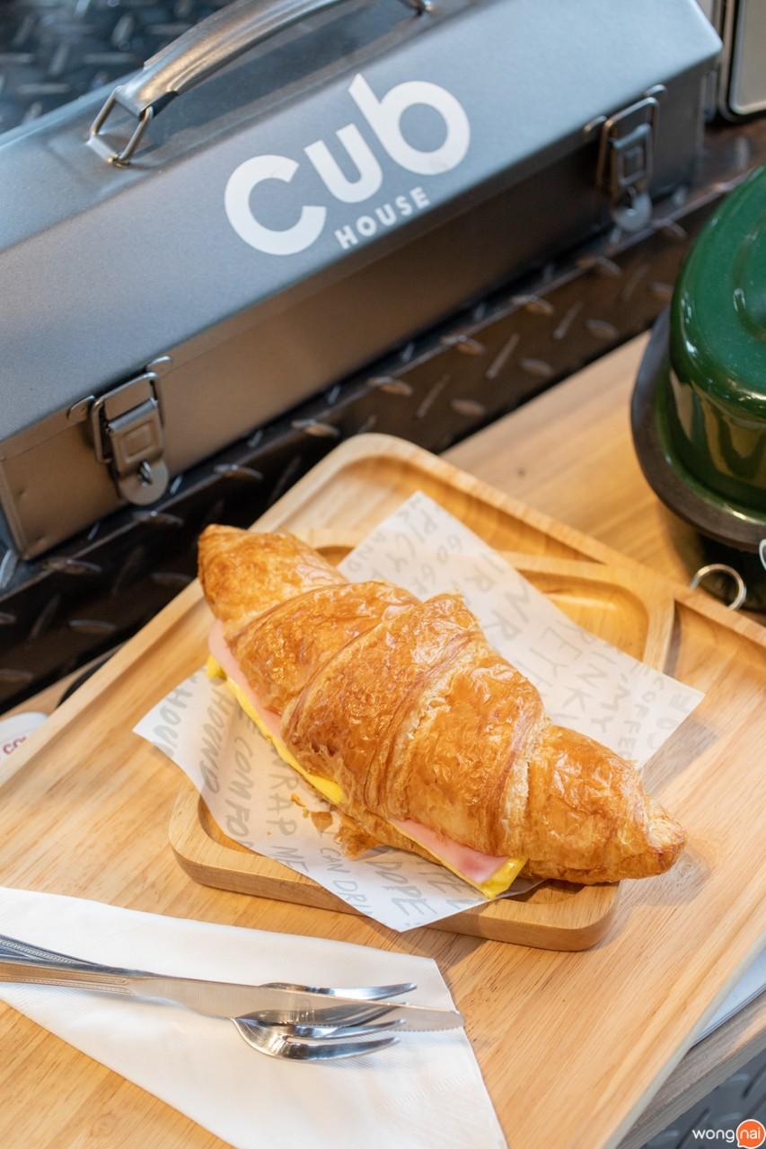 """เมนู """"Ham & Cheese Croissant"""" ของร้าน """"CUB House"""" สุราษฎร์ธานี"""