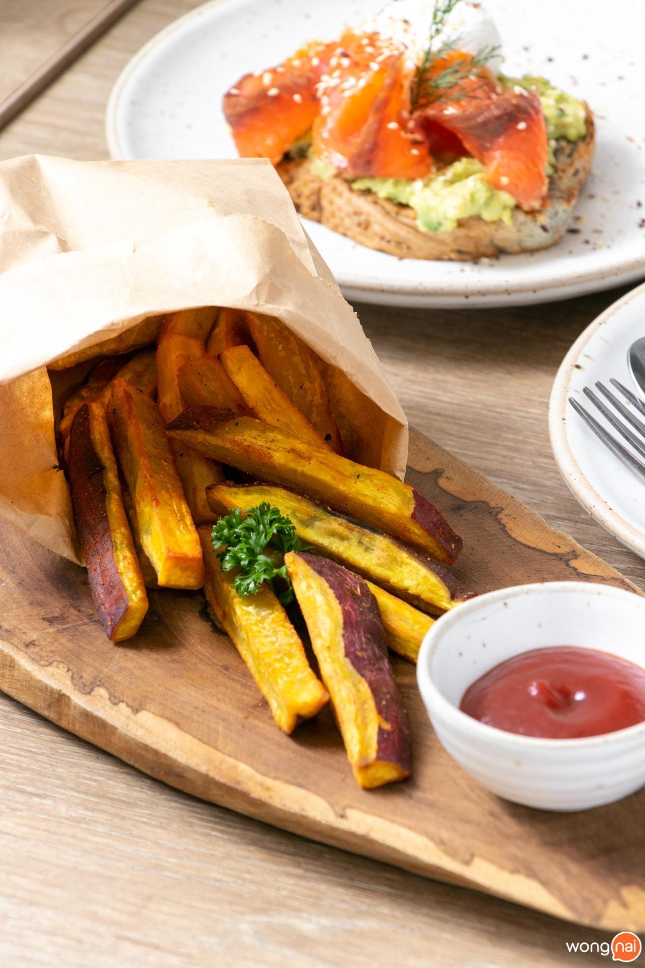 Sweet Potato Fries ของร้าน Brekkie Organic Cafe
