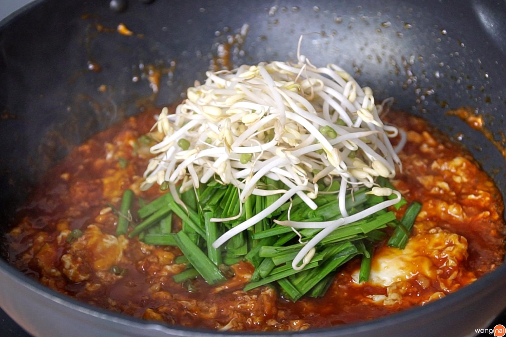 วิธีทำ เกี๊ยวซ่ากุ้งผัดไทย