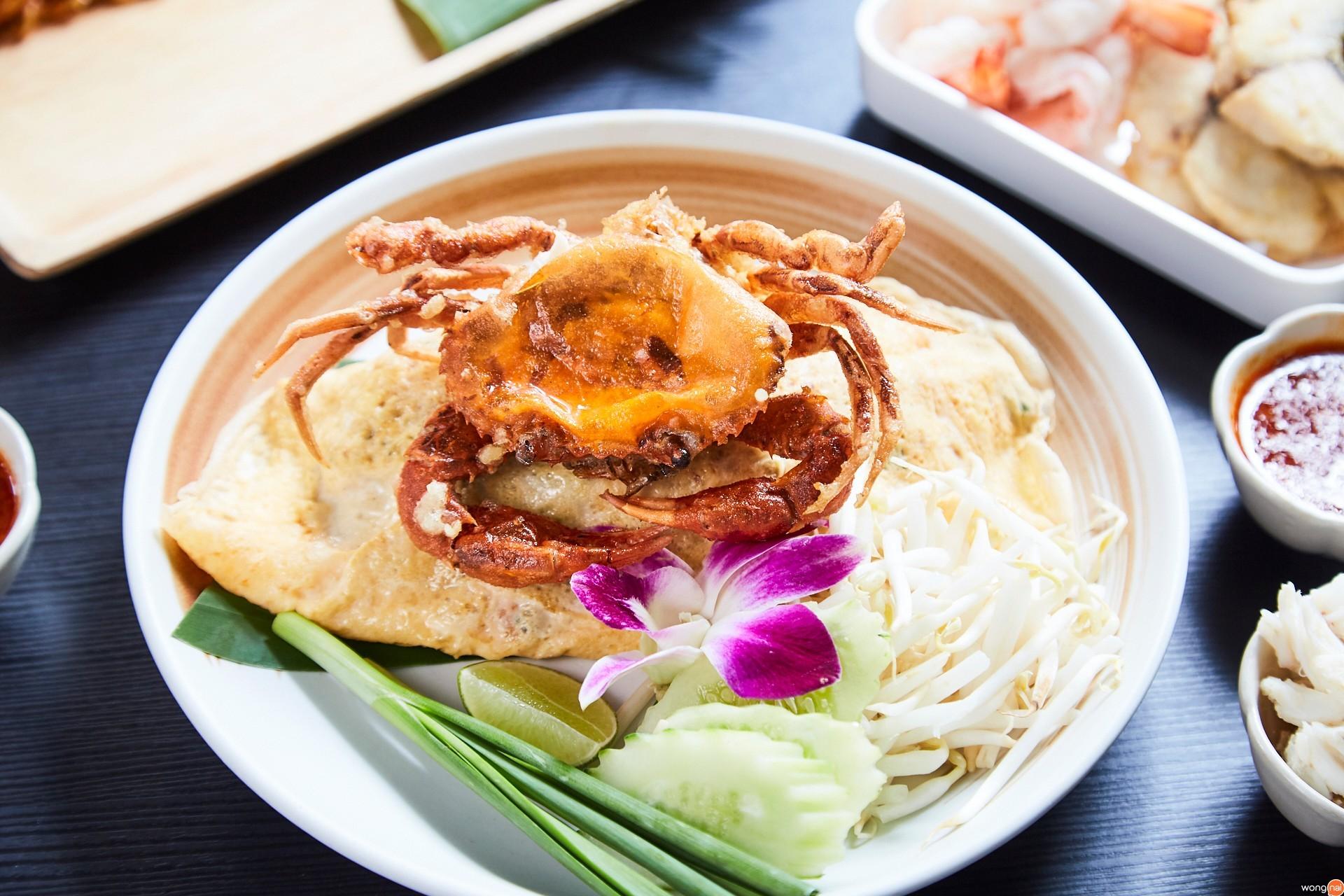 ผัดไทยปูนิ่มห่อไข่