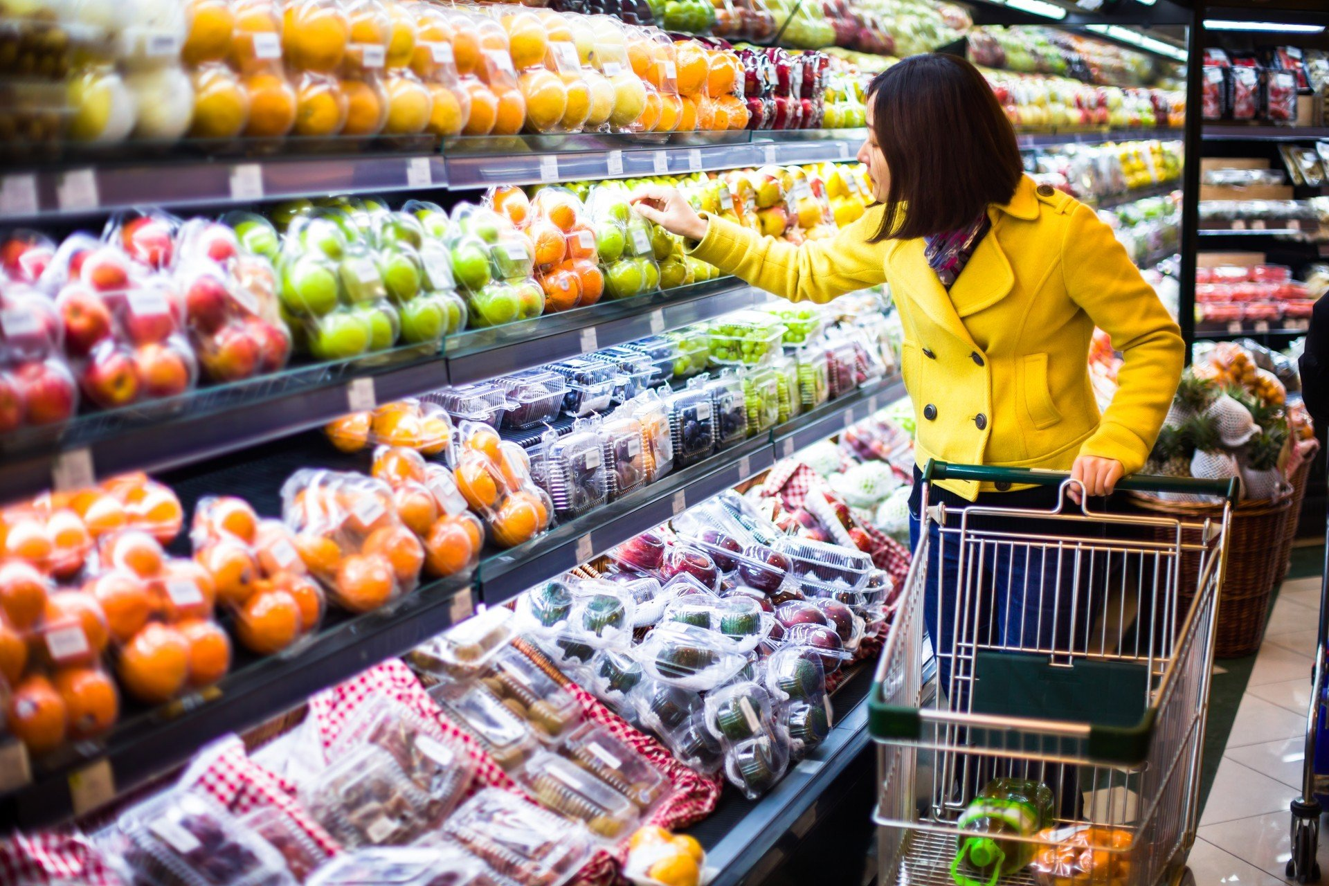 Woman buy fruits