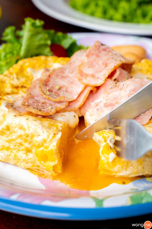 Lava Toast Ham Cheese 65 บาท