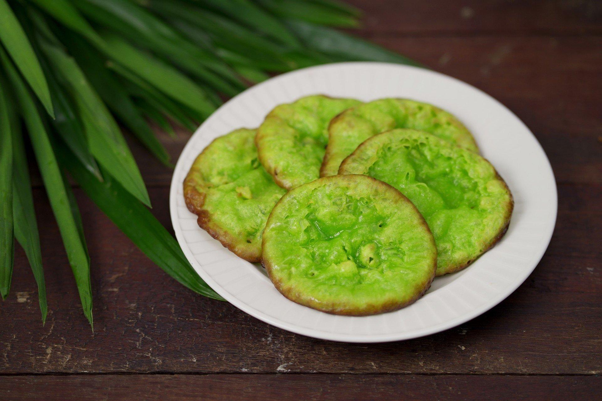 """กินแล้วเหมือนย้อนวัยเด็ก """"ขนมฝักบัว"""" หรือขนมดอกบัว เมนูขนมไทยโบราณ ทำกินเองได้ที่บ้าน ถ้าพร้อมแล้วมาดูวิธีทำกันเลยจ้า"""