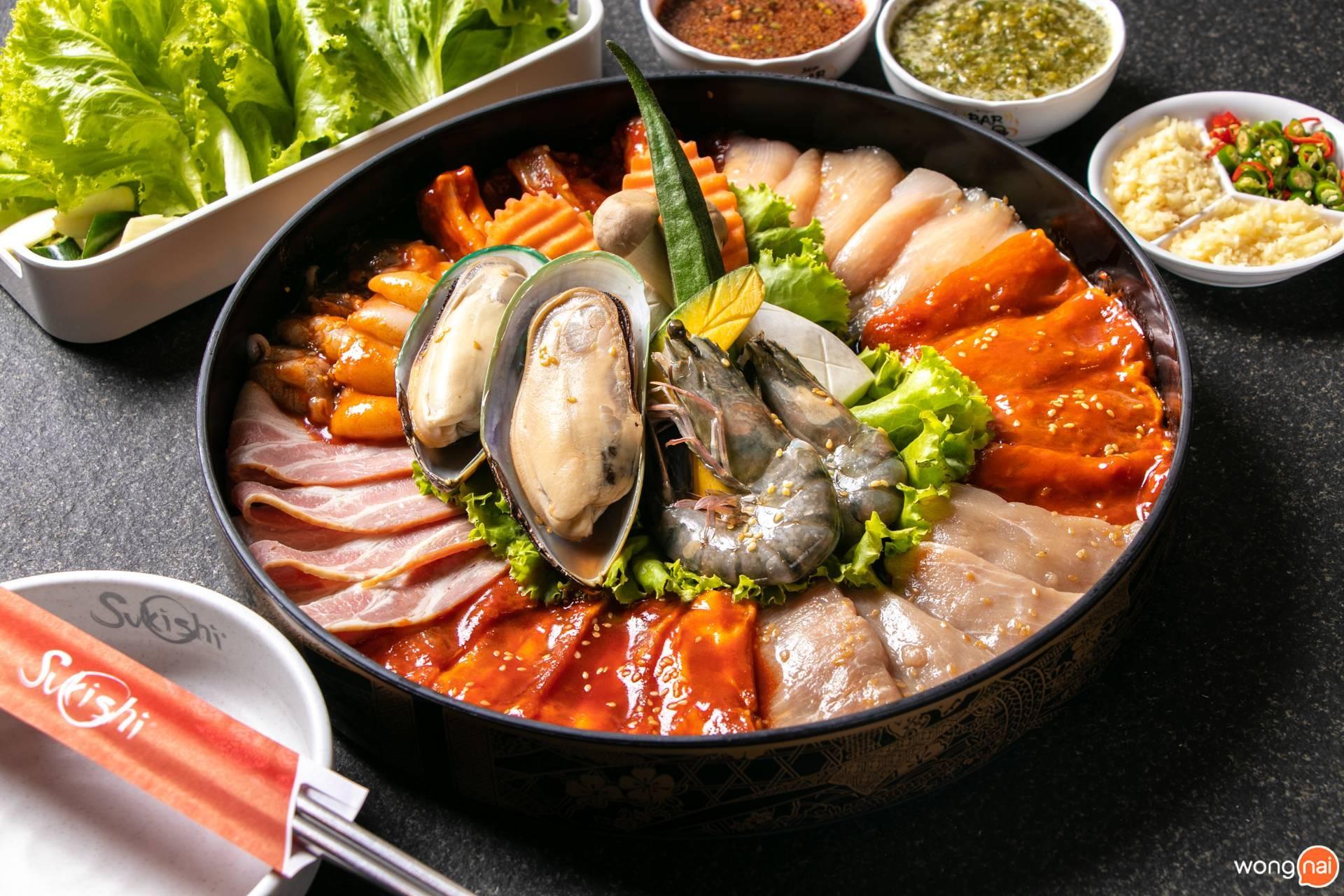 """เมนู """"ชุดครอบครัวเกาหลีดีลักซ์"""" ของร้าน """"Sukishi"""""""