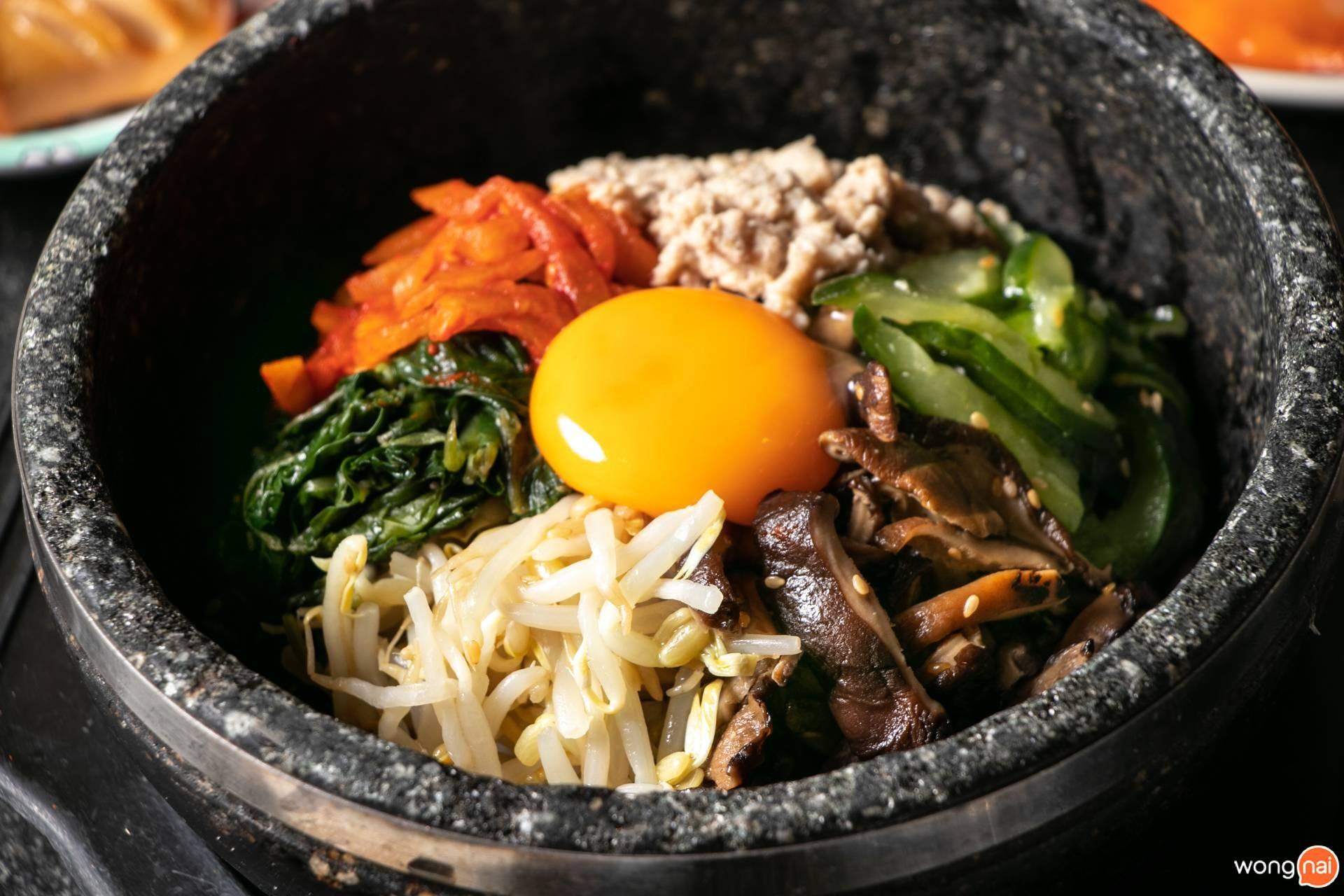 """เมนู """"ข้าวยำเกาหลีชามร้อน"""" ของร้าน """"Sukishi"""""""