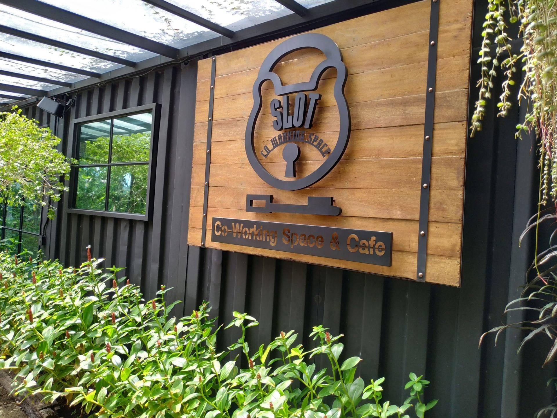 รีวิว Slot Co Working Space & Cafe - ร้านกาแฟ พื้นที่ใช้งานกว้าง  เหมาะกับการพักผ่อน หรือนัดหมายคุยงาน บรรยากาศดี มุมถ่ายรูปสวยๆ ร้านสะอาดดี  - Wongnai