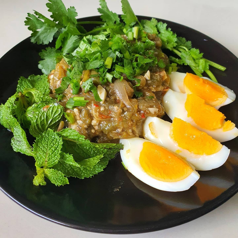 สูตร ตำมะเขือใส่ไข่ต้ม อาหารคนเมืองเหนือ (หรือซุปมะเขือนั่นเอง)  พร้อมวิธีทำโดย aody son - Wongnai Cooking