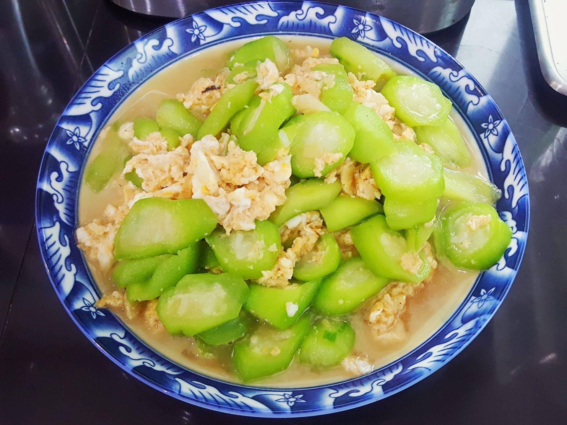 สูตร ผัดบวบใส่ไข่ พร้อมวิธีทำโดย ครูโย โยโฮมคาเฟ่ - Wongnai Cooking