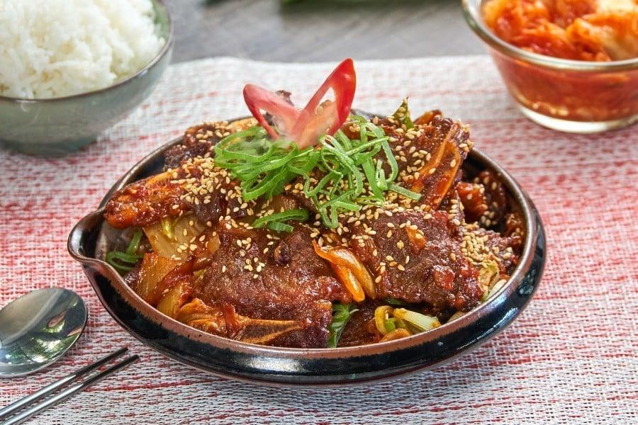 เนื้อซี่โครงผัดกิมจิ