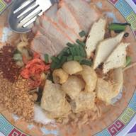 พี่ป้อมผัดไทย