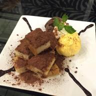 Midnigth Pangyen Phuket Dessert & Cafe ภูเก็ต