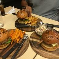 เมนูของร้าน Burgers and Bangers