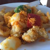 ปลาหมึกผัดไข่เค็ม