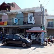 หน้าร้าน เจ๊เล็กข้าวหมูทอด