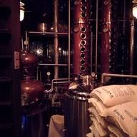 บรรยากาศ IRON BALLS Distillery & Bar
