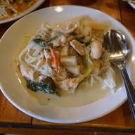 ขนมจีนแกงเขียวหวานไก่ยอดมะพร้าว
