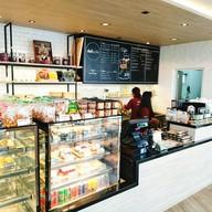 บรรยากาศ deli cafe'  Shell Surat Bypass