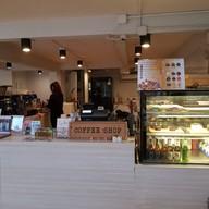 บรรยากาศ ROUND ABOUT CAFE