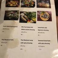 สิบโลร้อย - 10 LoRoyce Salad Village