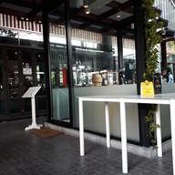 บรรยากาศ Yardbird Cafe