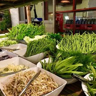 ข้าวปุ้นซาวตลาดนัดศรีนครินทร์ (ขนมจีนเส้นสด ส้มตำ ปลาเผา) ตลาดนัดรถไฟศรีนครินทร์