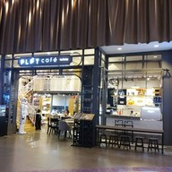หน้าร้าน PLAY CAFE  สยามพารากอน