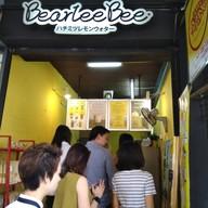 หน้าร้าน BearleeBee ริมถนนนราธิวาส