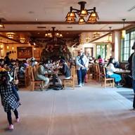 บรรยากาศ Camp Woodchuck Kitchen Tokyo disneyland