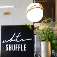 บรรยากาศ White Shuffle