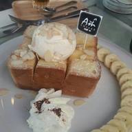 Monday Cafe' & Restaurant