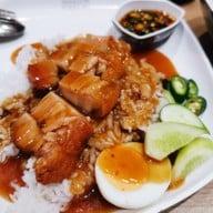 เมนูของร้าน หมูกรอบนายไซ Siamparagon
