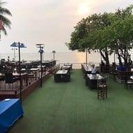 บรรยากาศ BlueFin Beach Bar & Restaurant