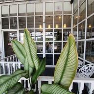 White House Cafe & Bistro