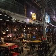 Chom Bar&Bistro