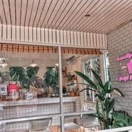 หน้าร้าน OTA Cafe