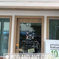 Moo and Ant Cafe'