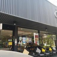 หน้าร้าน Deli Cafe'  Shell อโศก