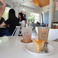 เมนูของร้าน Triangle Cafe' and Bistro